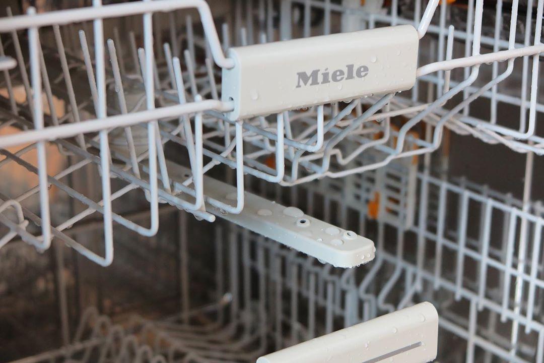 新买的洗碗机打开里面是湿的是怎么回事