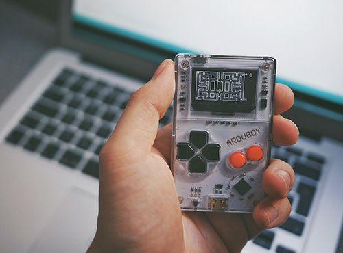 「Arduboy」能编程的掌上游戏机,让你重拾儿时乐趣