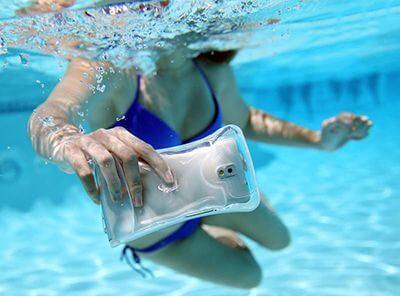 DiCAPac 手机防水袋,让你在水下也能随心所欲的拍照