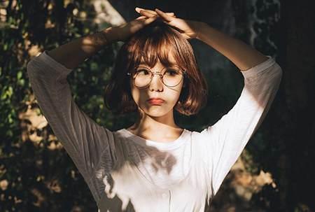 眼镜框选购指南 | 花 10 分钟,学会从款式、材质、脸型选择合适的眼镜架