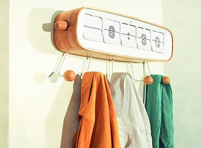 「Take-off Hanger」衣架也能智能,提醒你今天该穿什么!