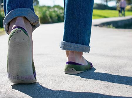 「Parasole 袜子鞋」更像是鞋,但也可以套在鞋子里当袜子