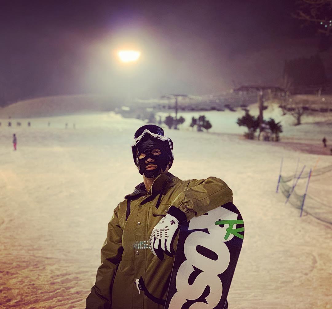 夜间的滑雪场