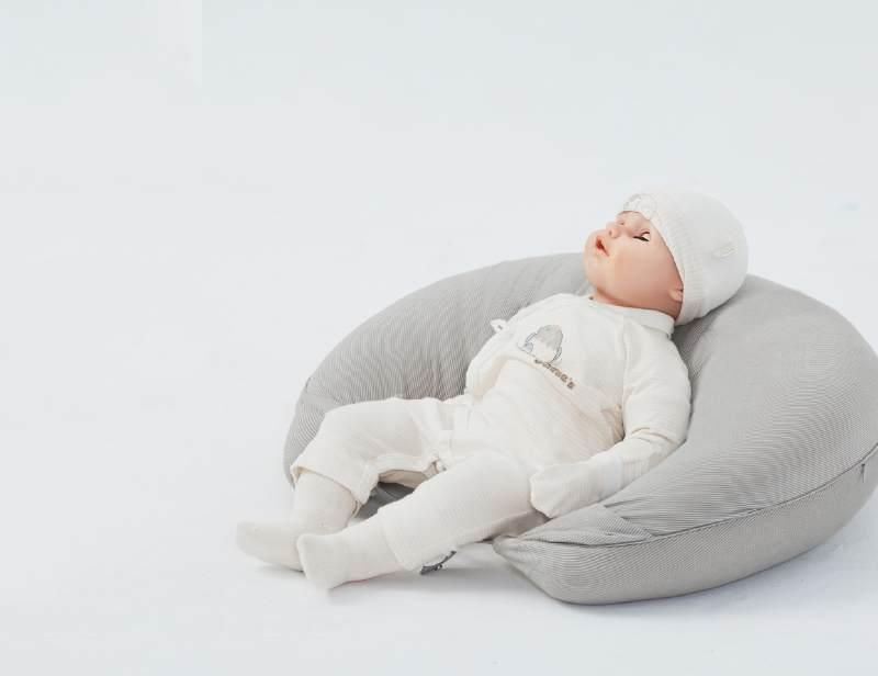 宝宝学坐姿-月亮枕使用方法