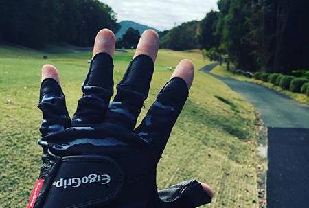 高尔夫手套选购指南 | 从手套的基本功能,到挑选手套方式与要素