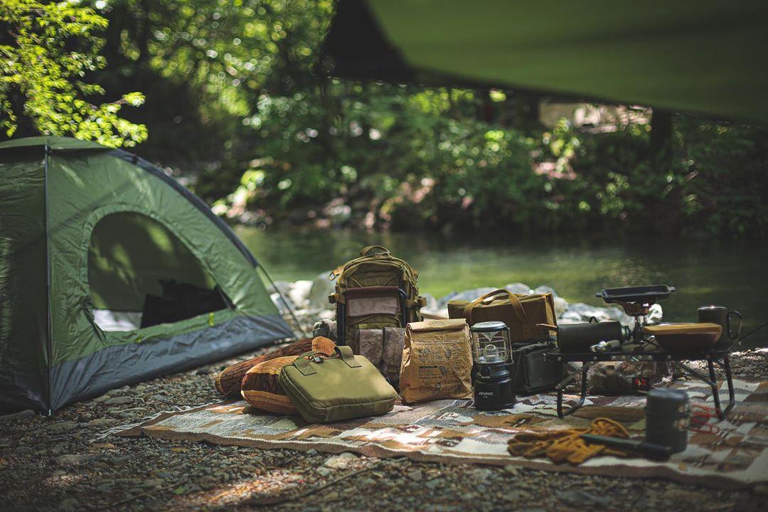 帐篷和背包
